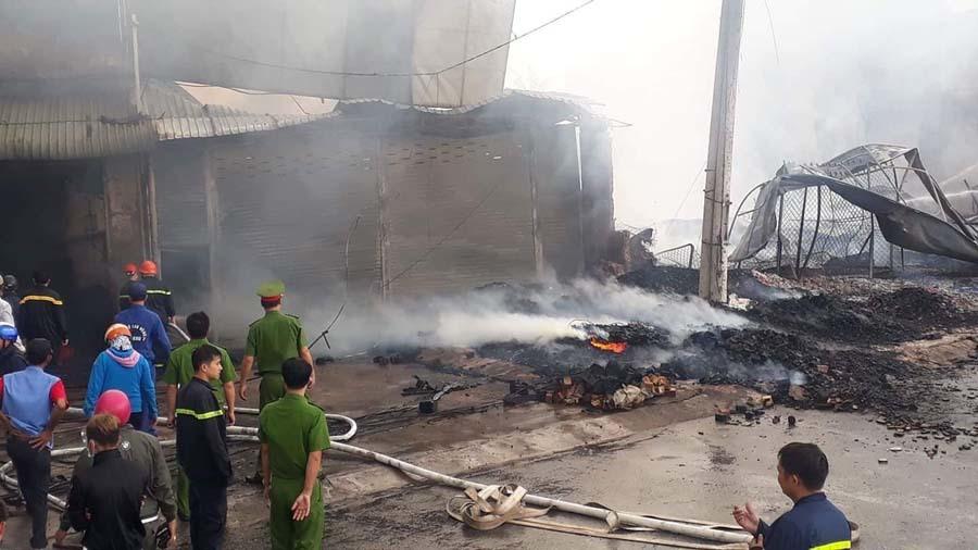 Cháy cực lớn gần ngã tư Vũng Tàu