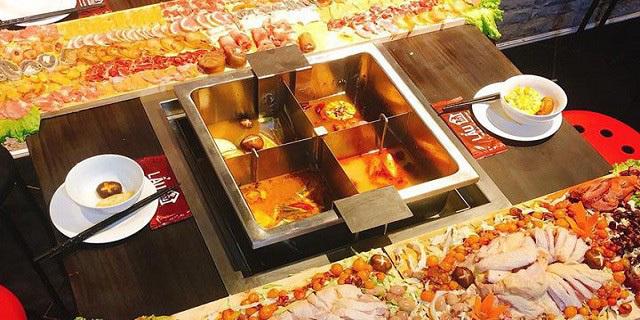 Món lẩu siêu phẩm: Nhìn quá phê, dân xếp hàng chờ ăn