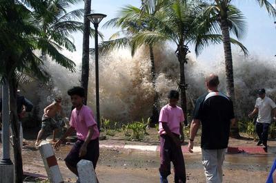Ngày này năm xưa: Ám ảnh trận sóng thần tàn phá hàng loạt