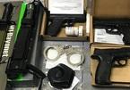 Nam hành khách mang 3 khẩu súng từ Mỹ về Việt Nam