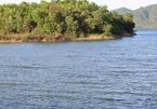 Chèo thuyền ra hồ chơi, 3 người chết đuối thương tâm