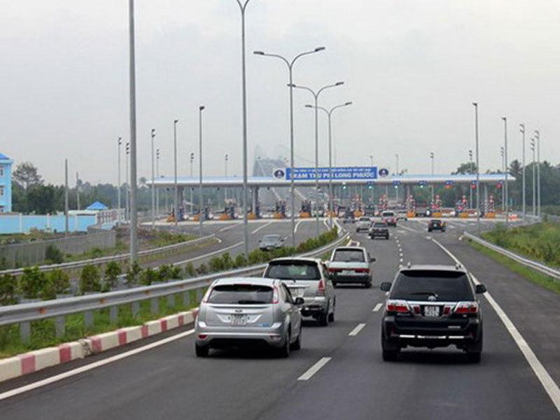 Lái xe trên đường cao tốc: Tối kỵ chuyển làn đột ngột