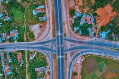 Hạ Long - Vân Đồn đẹp như tranh nhìn từ cao tốc 12.000 tỷ sắp thông xe