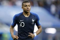 Chuyện cổ tích của chàng trai nhập cư trở thành ngôi sao bóng đá