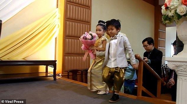 Lý do cặp song sinh trai gái cưới nhau khi mới 6 tuổi