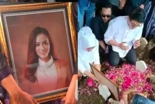 Ca sĩ Indonesia nức nở trong đám tang vợ diễn viên qua đời vì sóng thần