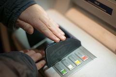 Phòng ngừa rủi ro, NHNN yêu cầu giảm hạn mức rút tiền ATM vào đêm khuya