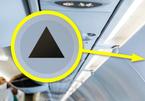 Ý nghĩa ký hiệu tam giác nhỏ trên máy bay có thể khiến bạn giật mình