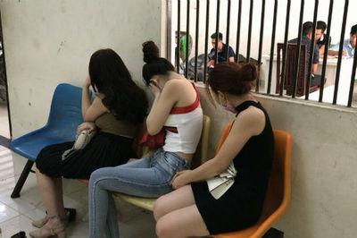 Triệt phá đường dây 'sex tour' đi khách 10 triệu/ngày ở Sài Gòn