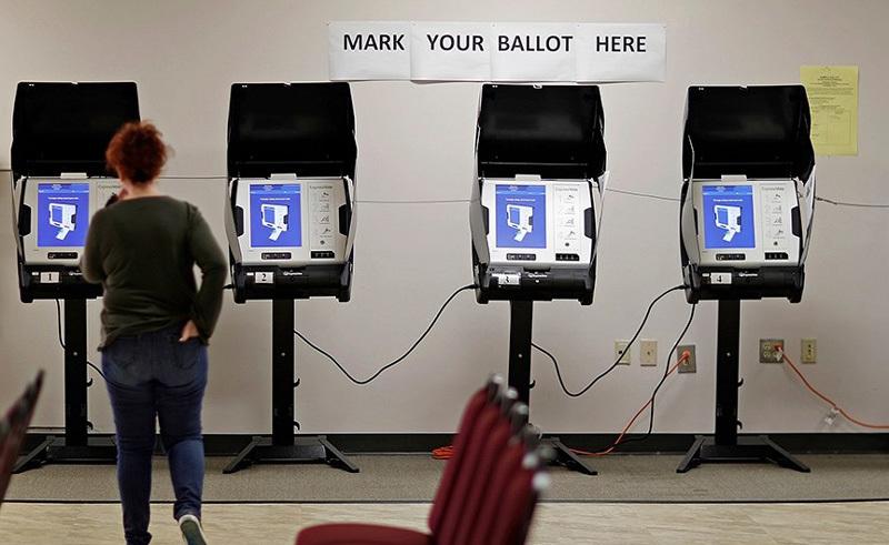 Hệ thống máy bầu cử Mỹ có nguy cơ bị tin tặc tấn công từ xa