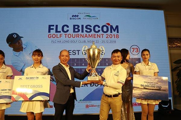 Golfer Đỗ Anh Đức vô địch giải golf nhiều kỷ lục tại Hạ Long