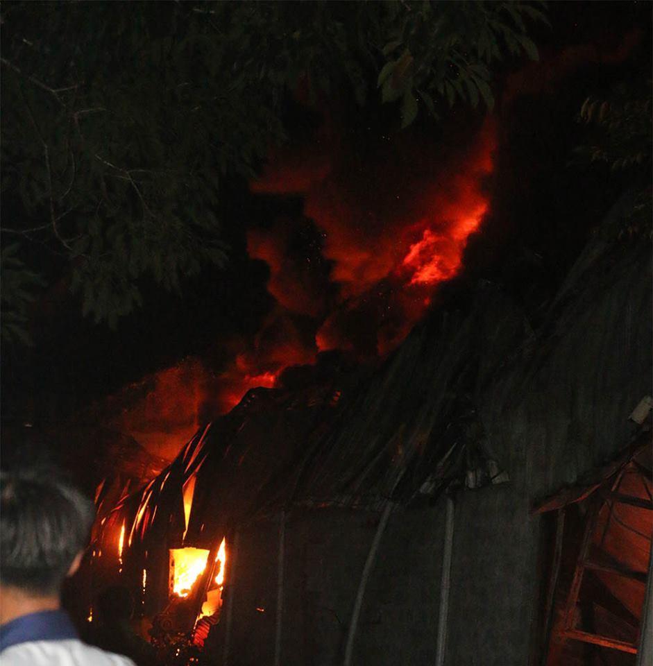 Cháy dữ dội suốt 5h, lửa bao trùm khắp công ty nhựa ở Cần Thơ