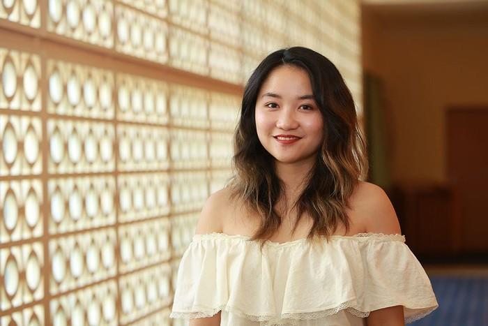 Pianist Ngô Phương Vi biểu diễn trong Hoà nhạc hạnh phúc