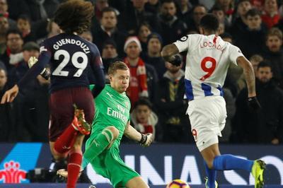 Hàng thủ mắc sai lầm, Arsenal đánh rơi chiến thắng