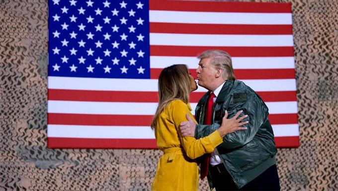 Vợ chồng ông Trump bất ngờ thăm Iraq