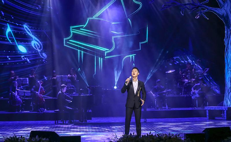 Thanh Lam U50 diện mốt giấu quần gợi cảm trên sân khấu