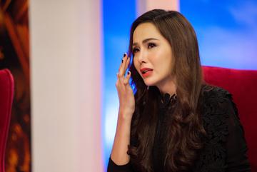 Hoa hậu Diễm Hương khóc vì bị mẹ ruột từ mặt, 4 năm chưa gặp