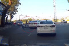 Ô tô vượt va chạm xe máy đi ngang ở ngã tư: Ai sai nhiều hơn?