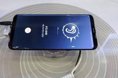 Galaxy S10 sẽ bỏ loa ngoài, truyền âm thanh qua màn hình điện thoại?