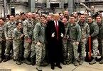 Không báo trước, ông Trump ghé thăm lính Mỹ ở Đức