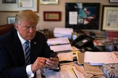 iPhone của ông Donald Trump có thể bị cài phần mềm gián điệp