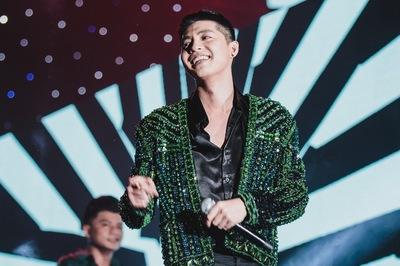 Noo Phước Thịnh hát trong chương trình đếm ngược chào năm mới 2019