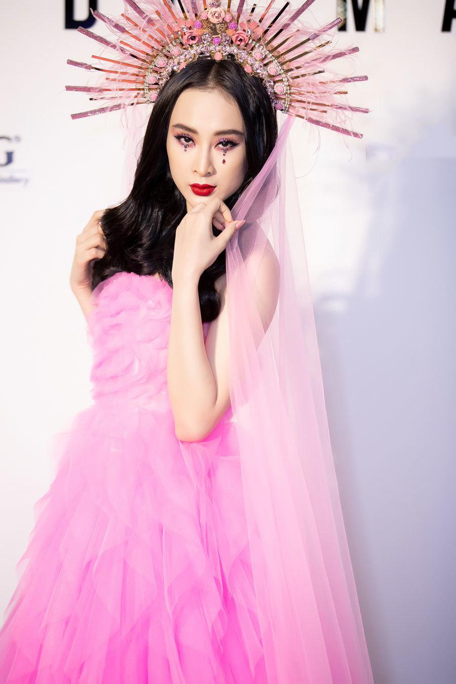 Sao Việt rực rỡ sắc hồng đi xem show của Đỗ Mạnh Cường