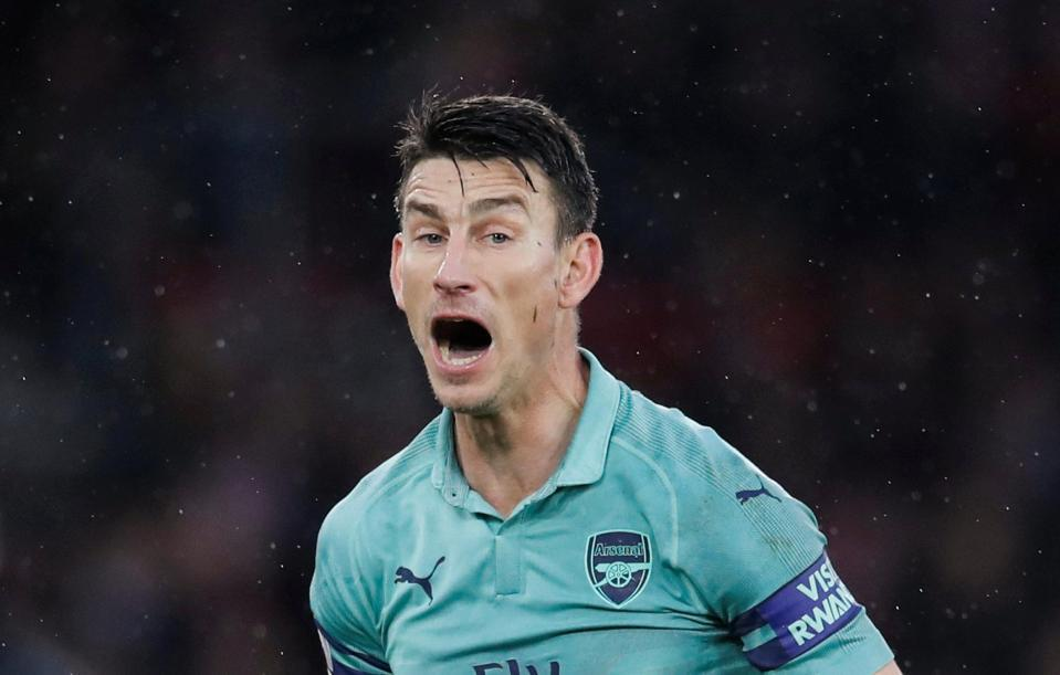 Arsenal gặp họa lớn: Unai Emery 'vá' lỗ hổng cực siêu