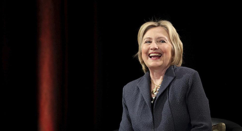 Hillary Clinton gây hoang mang vì đăng ảnh thời ở Nhà Trắng