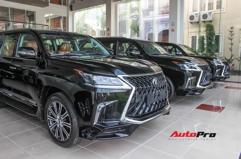 Những mẫu xe đắt nhất cho thấy độ chơi của đại gia Việt năm 2018
