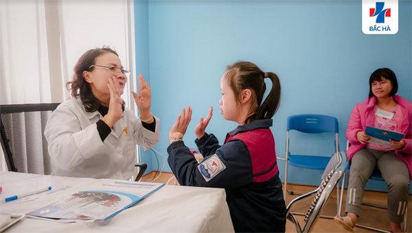 Khám sức khỏe miễn phí cho hơn 200 HS khuyết tật