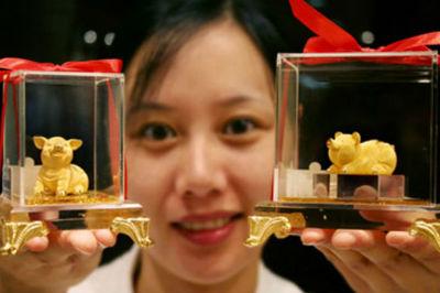 Giá vàng hôm nay 1/7, USD đi xuống, vàng tăng giá không ngừng