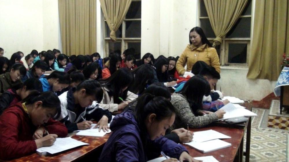 Lớp dạy văn có học phí 1.000 đồng/tuần