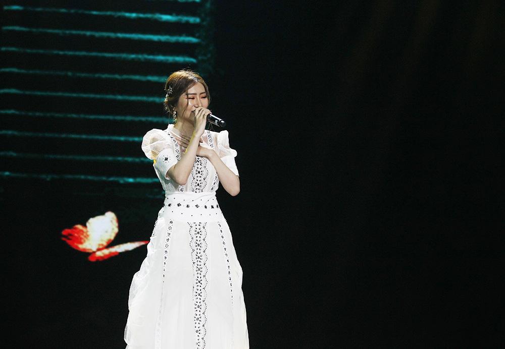 Fan Việt phát cuồng vì Soobin Hoàng Sơn xoa đầu Jiyeon (T-ara) âu yếm