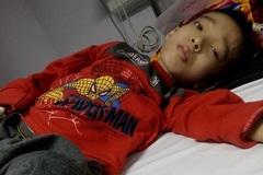 Con trai duy nhất mắc cùng lúc nhiều bệnh, mẹ đơn thân cầu cứu