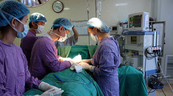 Vòng 3 thiếu nữ Hà Nội đầy mủ sau bơm silicon tăng kích cỡ