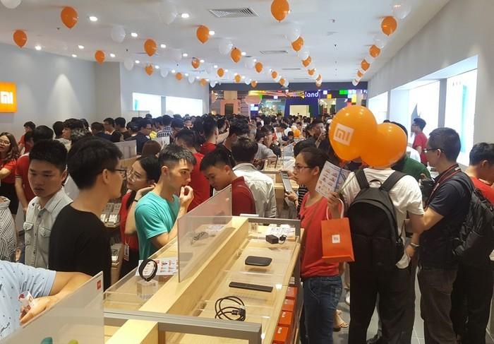 Điện thoại Tàu ồ ạt vào Việt Nam, đe dọa vị thế của iPhone