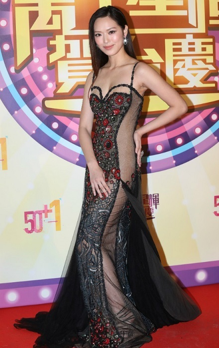 Sao châu Á bị chỉ trích vì diện váy áo khoe thân phản cảm trong năm 2018