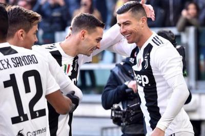 Ronaldo chói sáng, Juventus lập kỷ lục mới