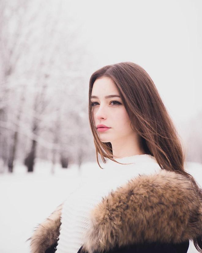 Hot girl Nga có hơn một triệu fan trên mạng vì xinh như búp bê