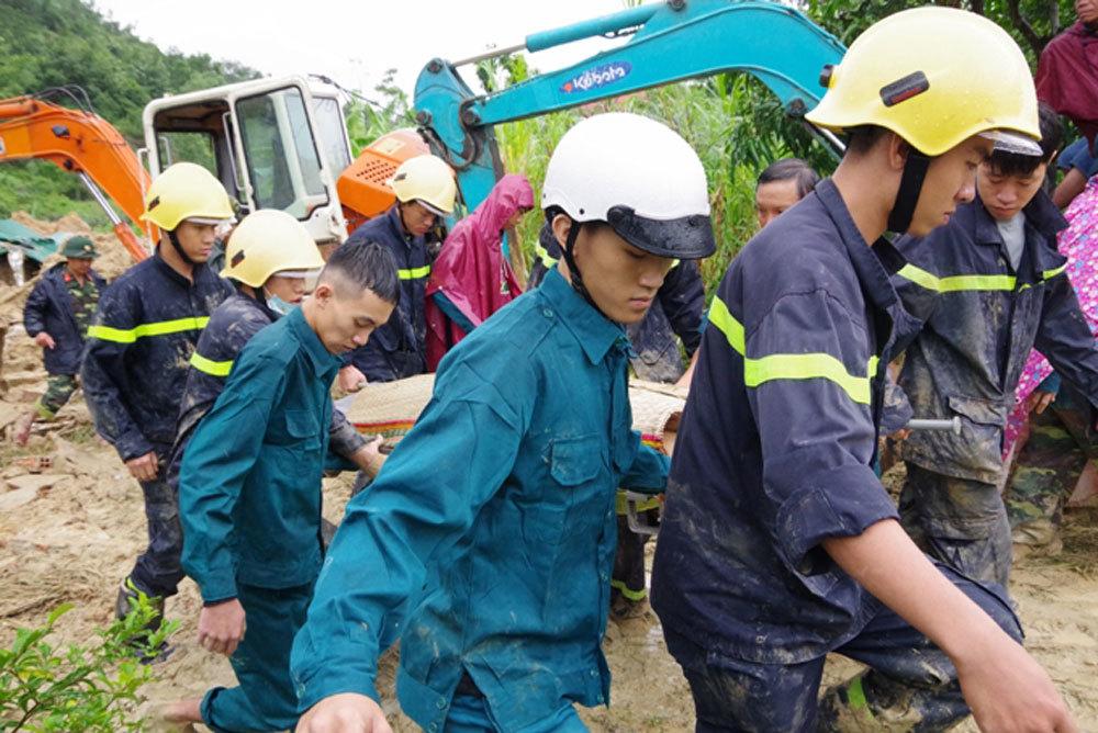 Sạt lở núi, đè sập nhà vùi chết 3 mẹ con bà cháu ở Khánh Hòa