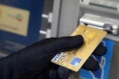 Nhóm tội phạm cài đặt thiết bị trộm mã thẻ tín dụng hàng nghìn người