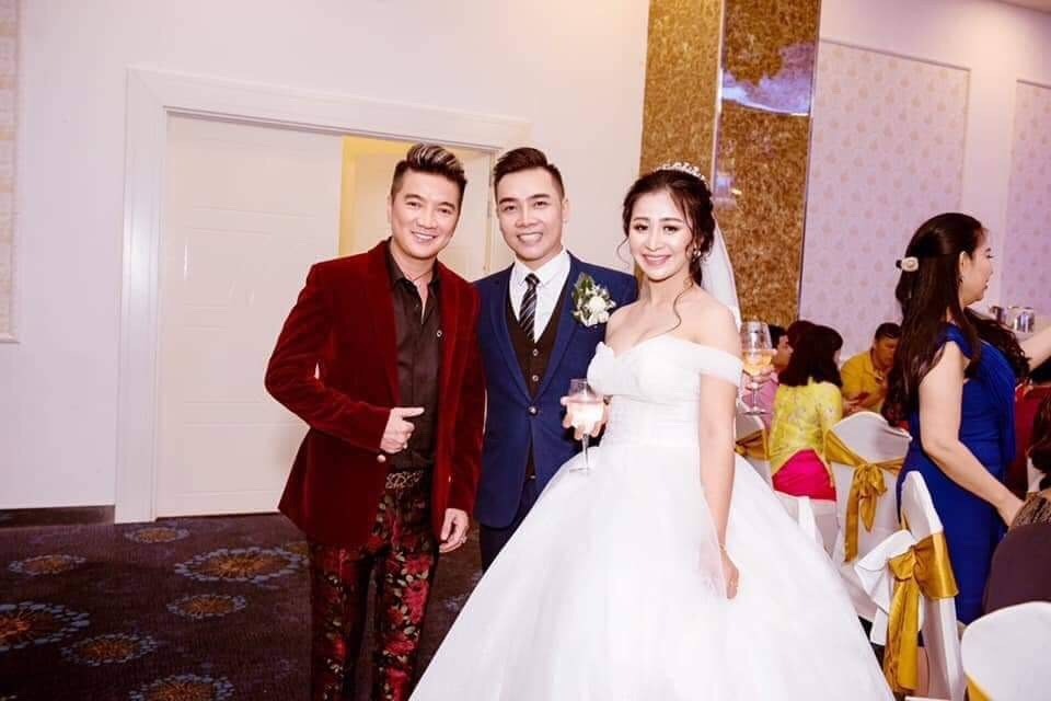 Đàm Vĩnh Hưng bất ngờ đến dự lễ cưới học trò Thu Minh