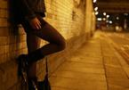 Sinh viên bán dâm để trả học phí, nhà trường 'nhắm mắt làm ngơ'