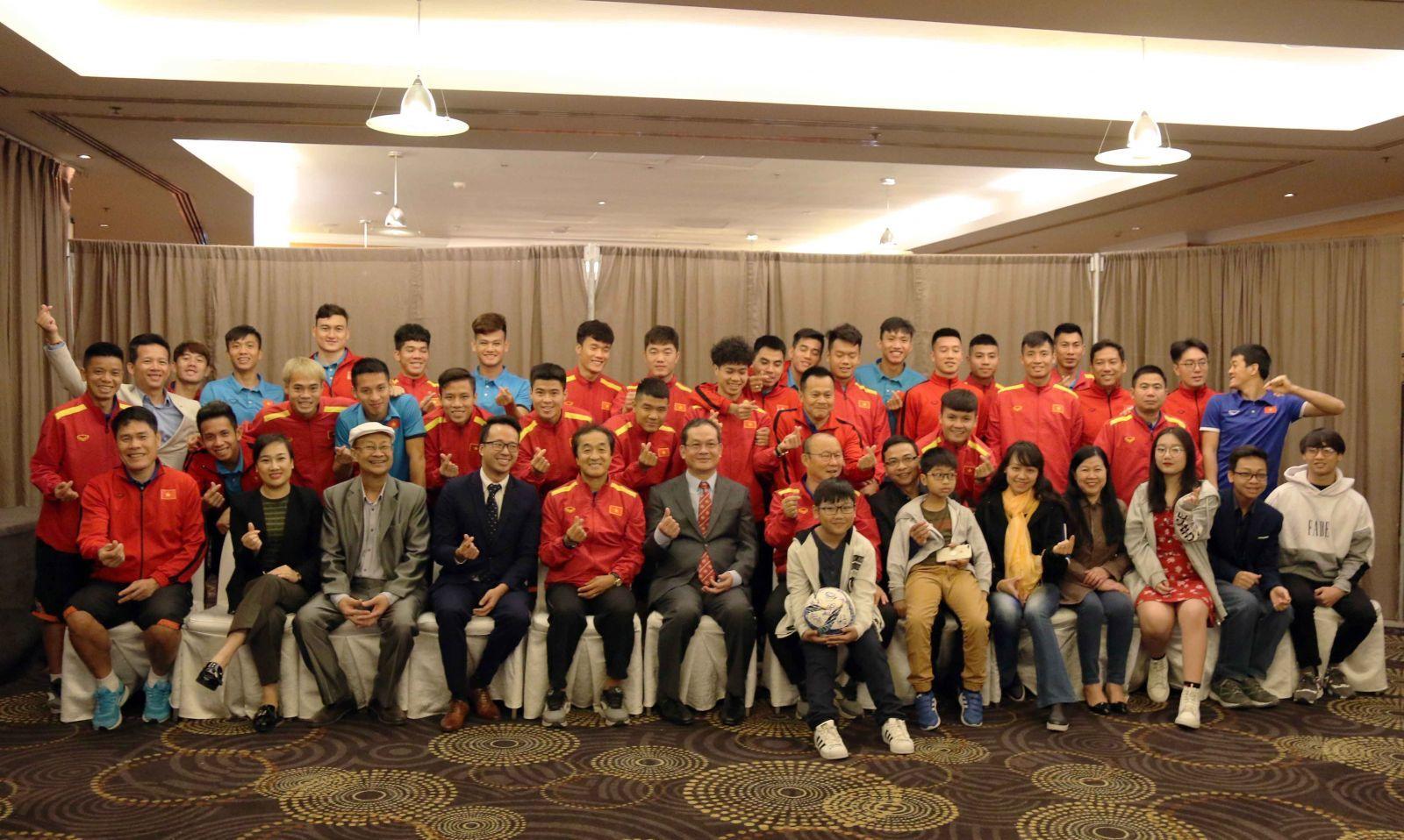 Tuyển Việt Nam luyện chiêu tủ, chờ đấu Philippines tại Qatar