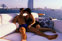 """Ronaldo hôn bồ yêu đón năm mới cực """"nóng"""" ở Dubai"""