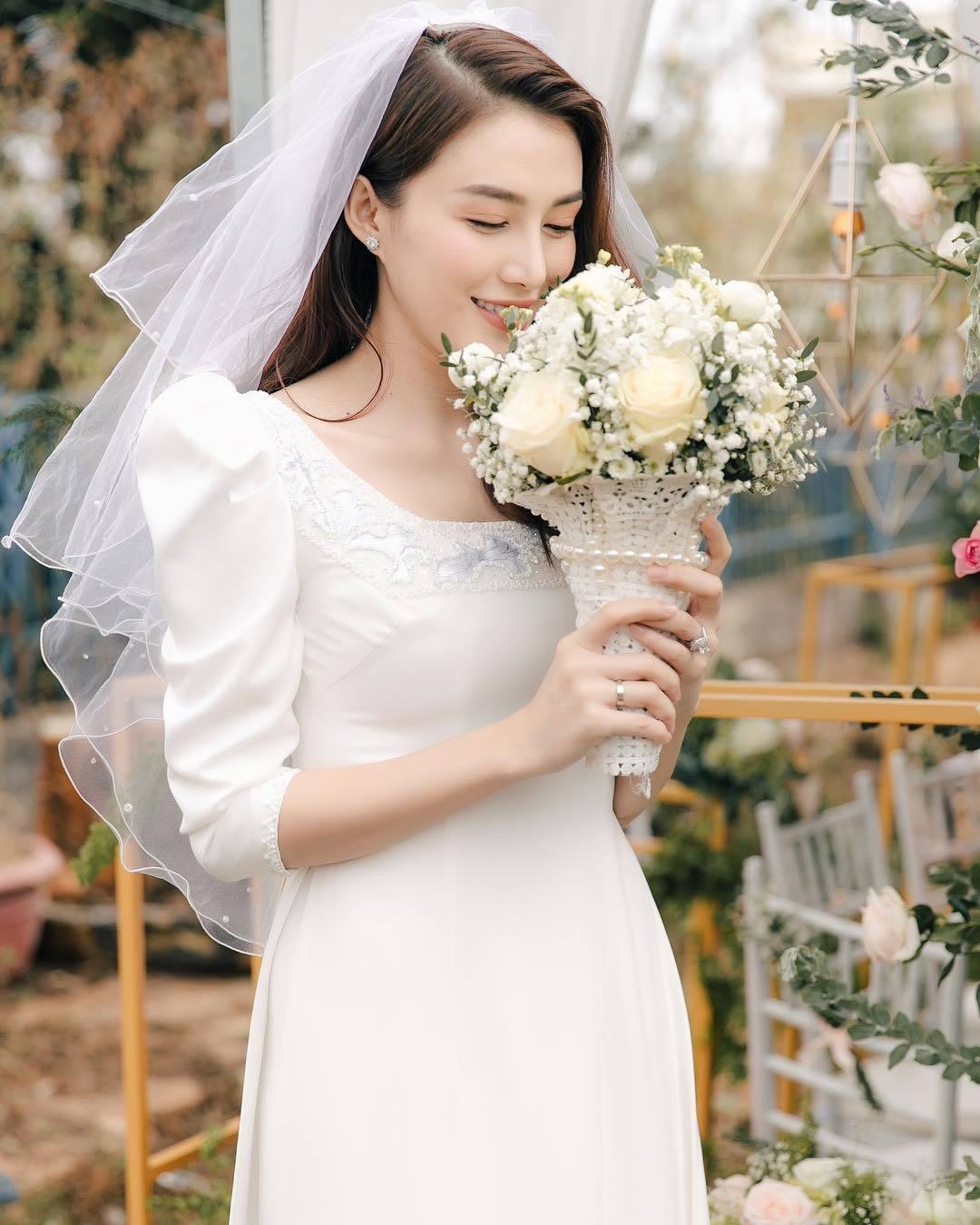 """Người mẫu Lê Hà """"The Face"""" bồi hồi nhớ lại đám cưới của cô được tổ chức vào ngày 30/12 vừa qua. Cô viết: """"Cuộc đời của mỗi chúng ta là một bộ phim""""."""