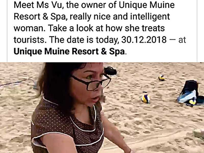Người phụ nữ giận dữ cầm dao chặt lưới bóng chuyền bãi biển của khách Tây
