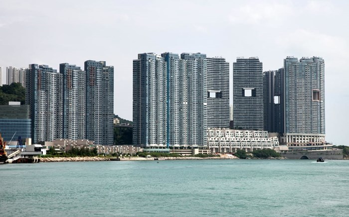 Bí mật ẩn giấu sau những 'lỗ hổng lạ lùng' trên chung cư cao cấp