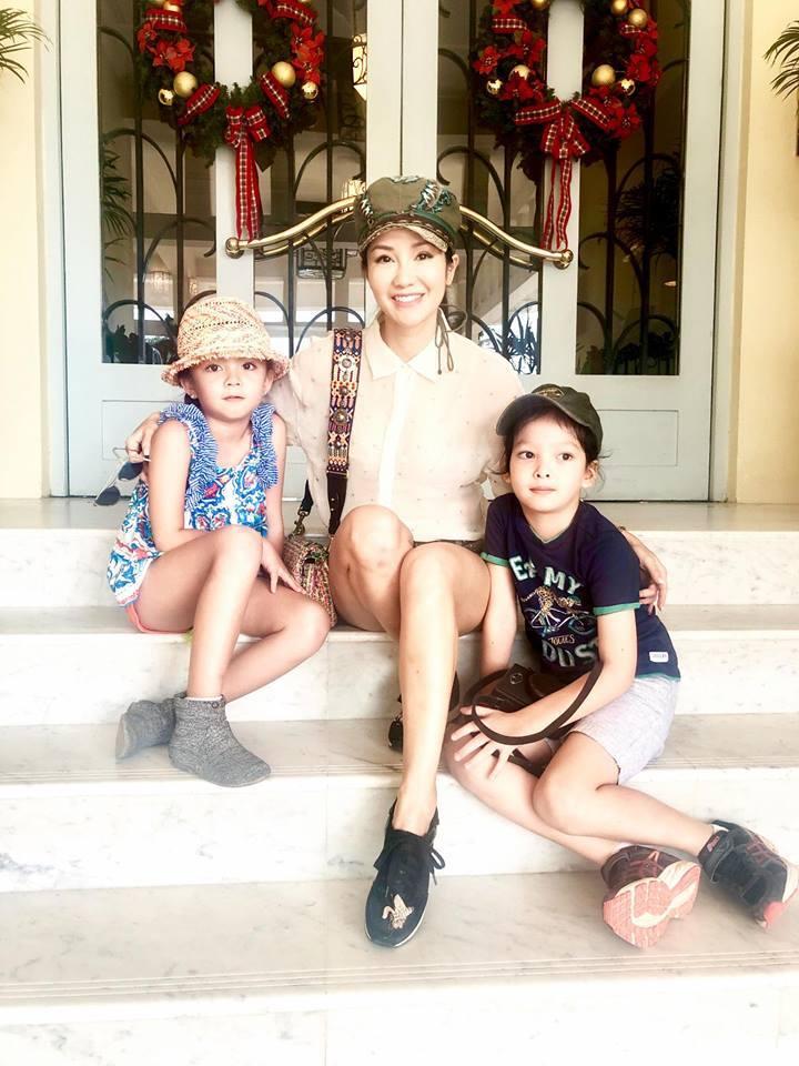 Mẹ con Diva Hồng Nhung đi Campuchia mừng năm mới